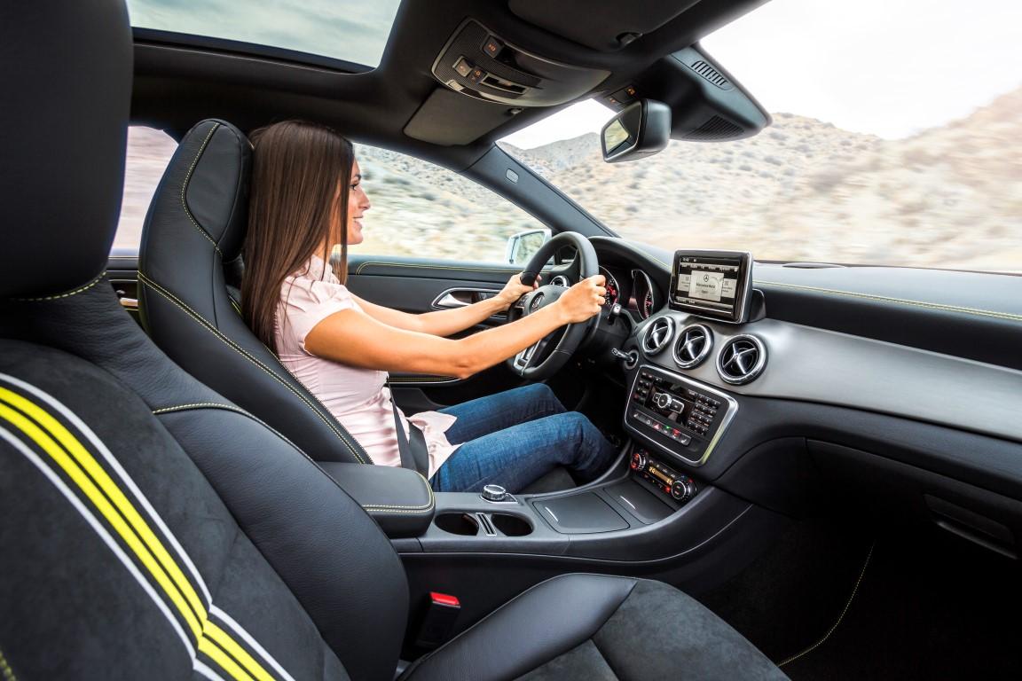 Mercedes benz unveils 2014 cla world s most aerodynamic for Interieur voiture de luxe